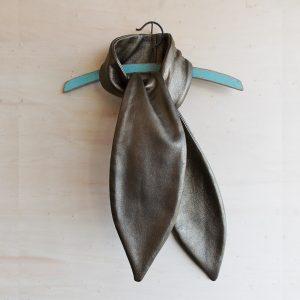 vendredi-atelier-bison-foulard-cuir