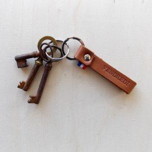 vendredi-porte-clef-leonny-cha-gris